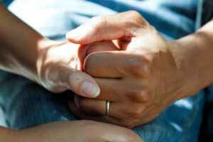 Read more about the article Interactive Devotion for Couples 4: Don't Stop Holding Hands